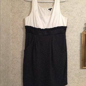 🆕 Maurices pretty satin bodice dress with pockets